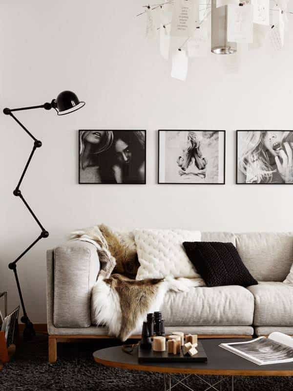 decorar pared del sofa fotos en blanco y negro
